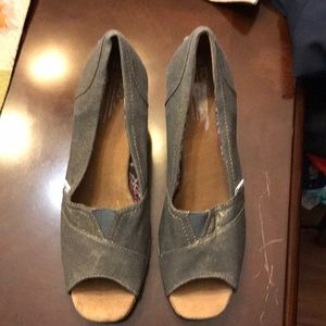 Toms shoes silver and gold tented size 11 W